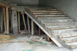 自建房砖混结构,如何拆除现浇楼梯?