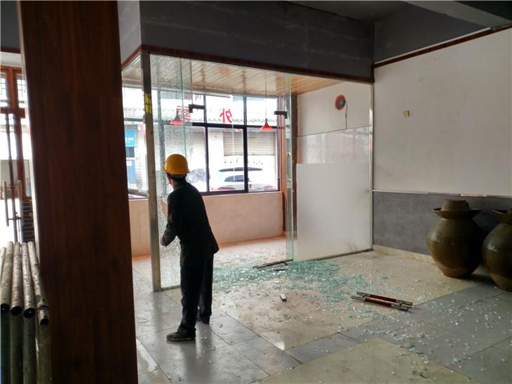 安靖夜市店铺拆除现在用来做顺丰快递收发点
