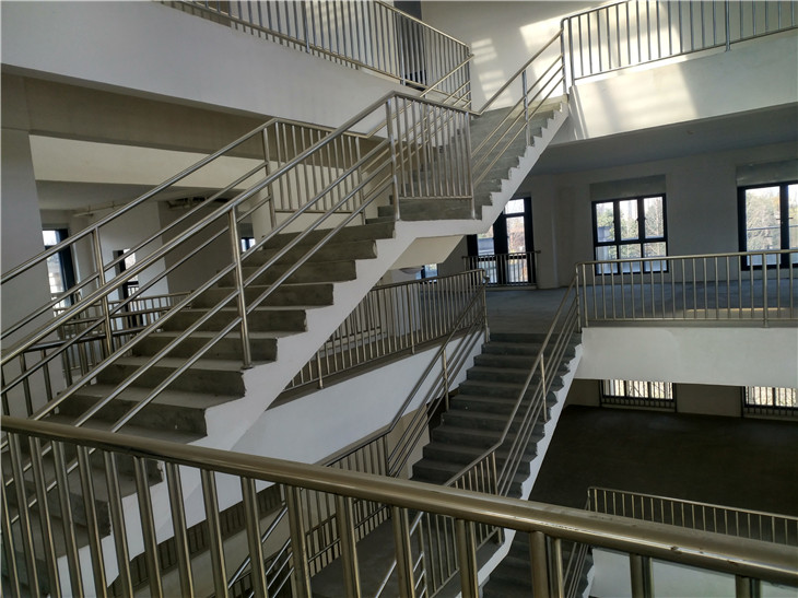 成都现浇楼梯拆除清运别墅室内装修拆除